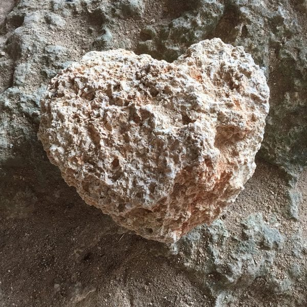 Vayana Mee(h)r Energie Seminar - herzförmiger Stein - Kalkstein aus Kroatien